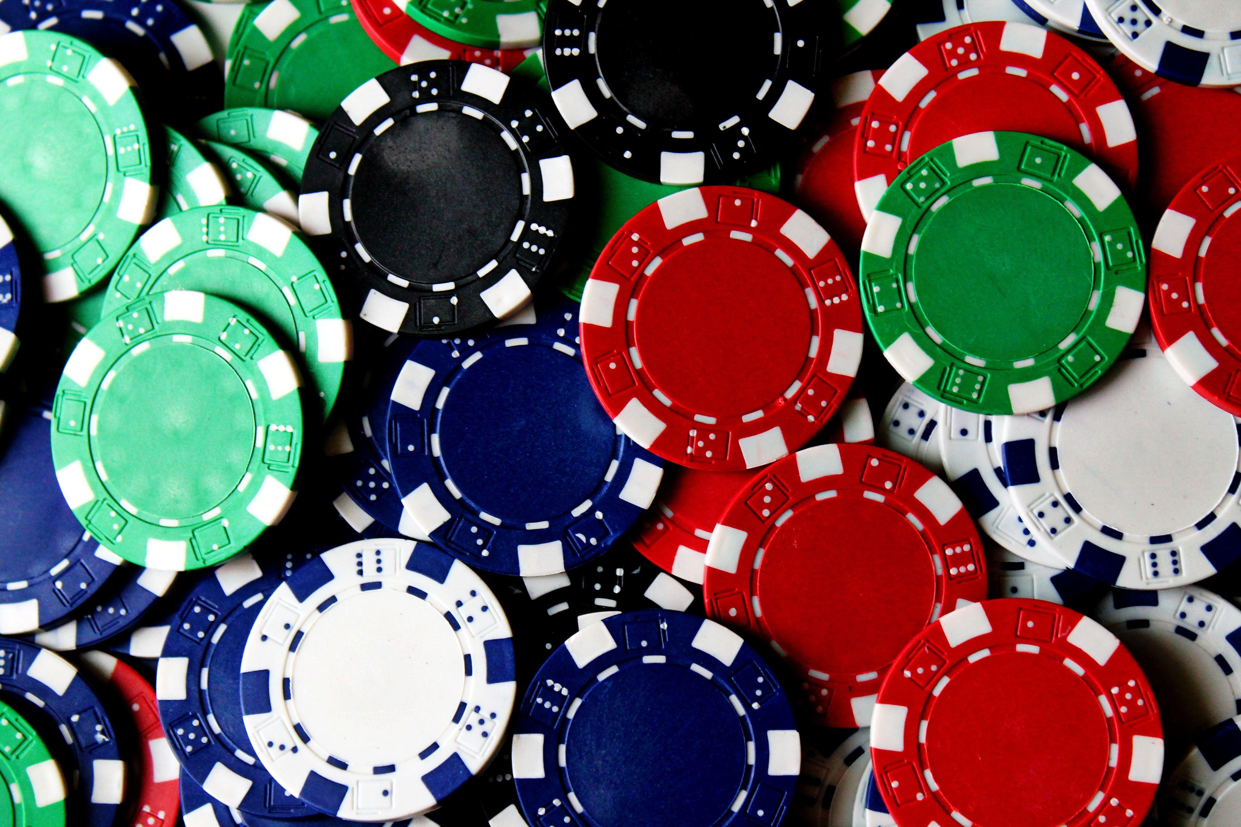 Poker chips betting höjer käynnistetty